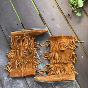 Minnetonka Moccasin 3 tier fringe boots